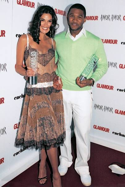2005: Usher and Teri Hatcher Flirting