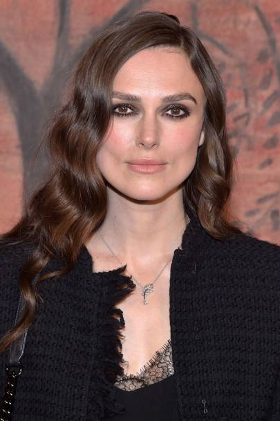 Keira is the queen of a good smoky eye and we love this one, simple and sophisticated.