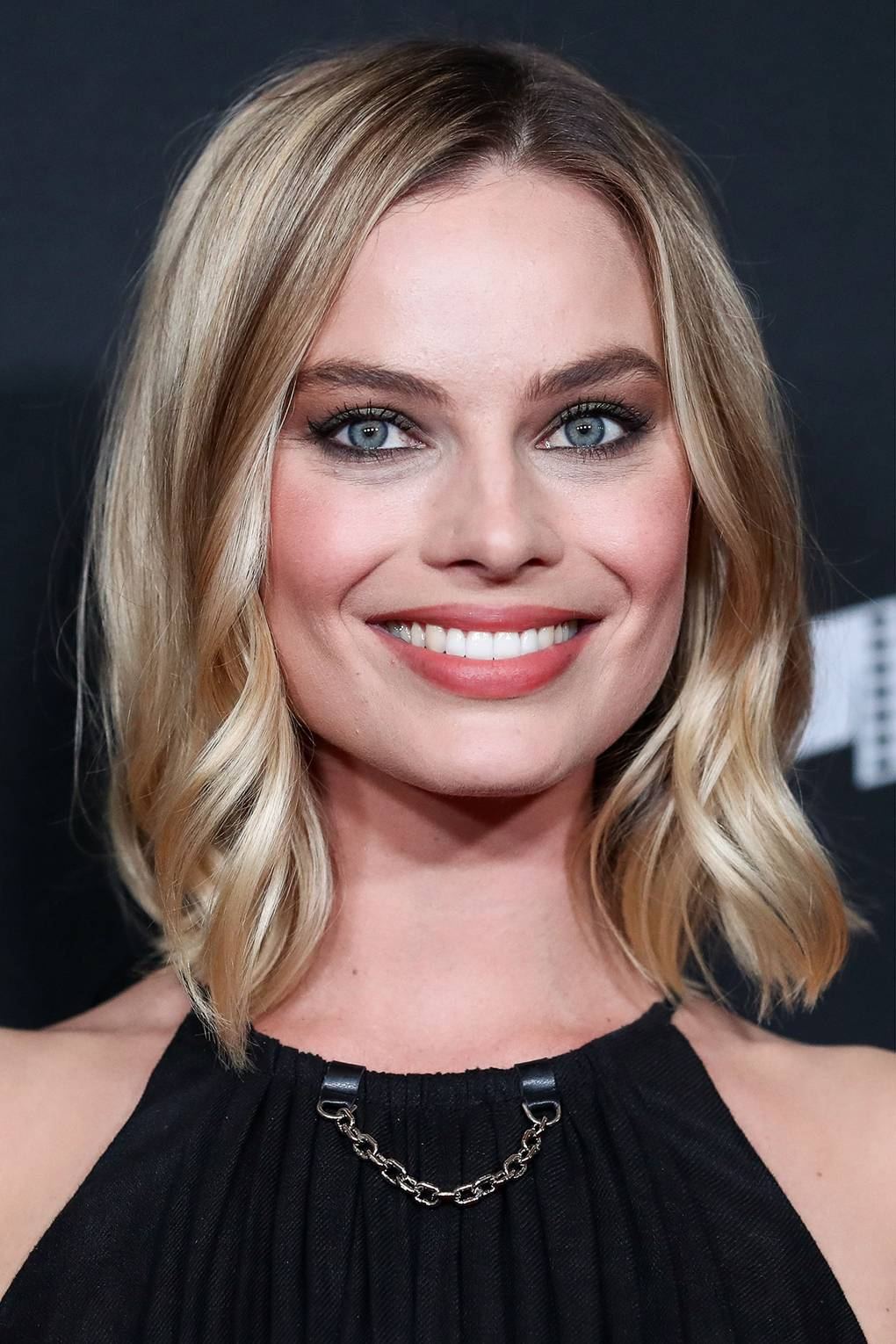 Margot Robbie Has Debuted Curly Hair And It Looks Amazing Glamour Uk