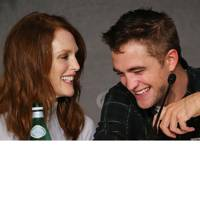 Julianne Moore & Robert Pattinson