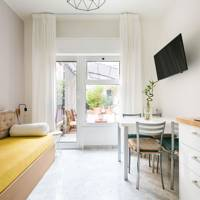 Airbnb monthly discounts: Italy
