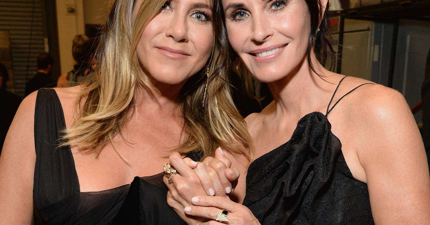 OMG! Jennifer Aniston and Courteney Cox look like actual twins in this photo