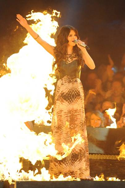Selena Gomez hosts the MTV EMAs 2011