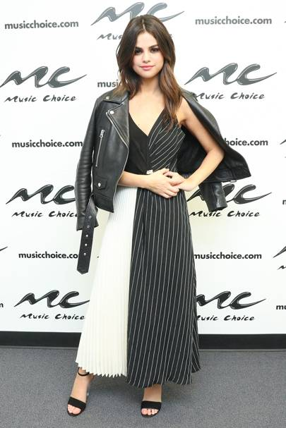 Selena Pairs A Shaina Mote Dress With Casual Leather Jacket For Music Choice Event In New York Loving That Cross Print Look