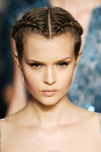 5 Hairstyles For Dirty Hair
