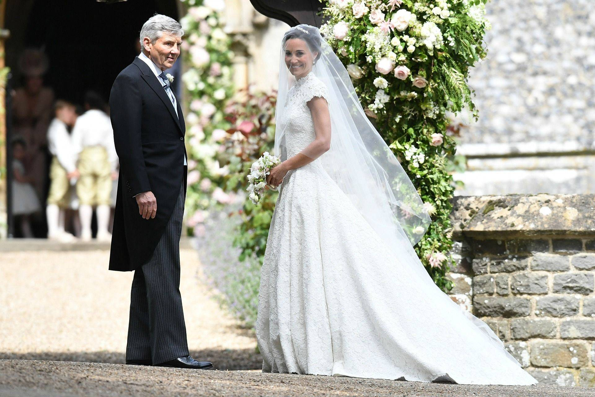 Pippa Middleton\'s wedding hairstyle - celebrity hair and hairstyles ...