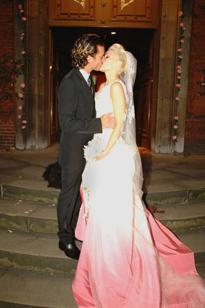 Bride The Punk Princess Married Gavin Rossdale In A Custom Made Pink Dip Dyed White Gown By John Galliano Shop Alternative Wedding Dresses Here B