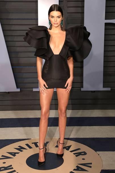 Kendall Jenner đẹp hút hồn, dáng chuẩn như búp bê Barbie tại sự kiện