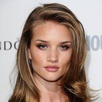 Rosie huntington whiteley top makeup and hair moments glamour uk rosie huntington whiteley debuted a new hairstyle during new york fashion week the model arrived at the brandon maxwell show with a fringed haircut and winobraniefo Images