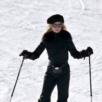 Kate Moss – On The Piste
