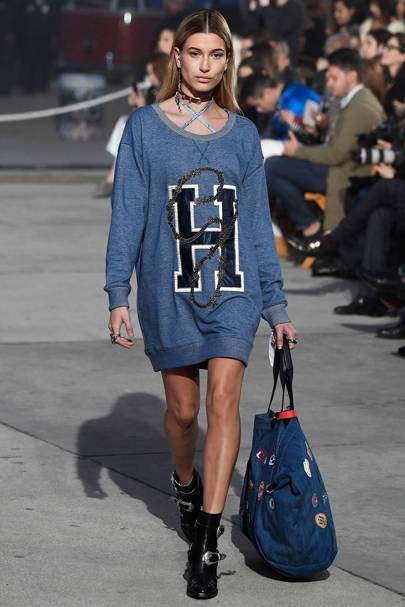 Hailey Baldwin walking