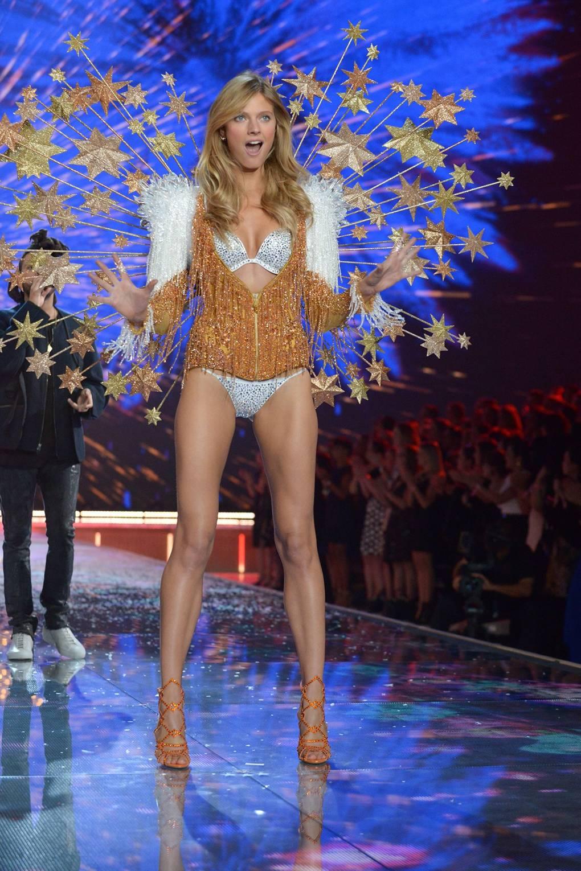 eebb941858d Victoria s Secret Fashion Show 2015 UK  Jourdan Dunn