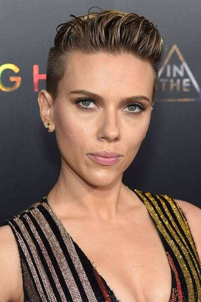 Scarlett Johansson Gave Wet Look Slick Hair A Go With Her Short Do This Is Great Way To Wear Locks