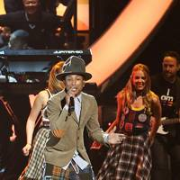 Pharrell and Nile Rodgers perform Happy