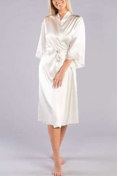 Bridal robes: the lace-trimmed robes