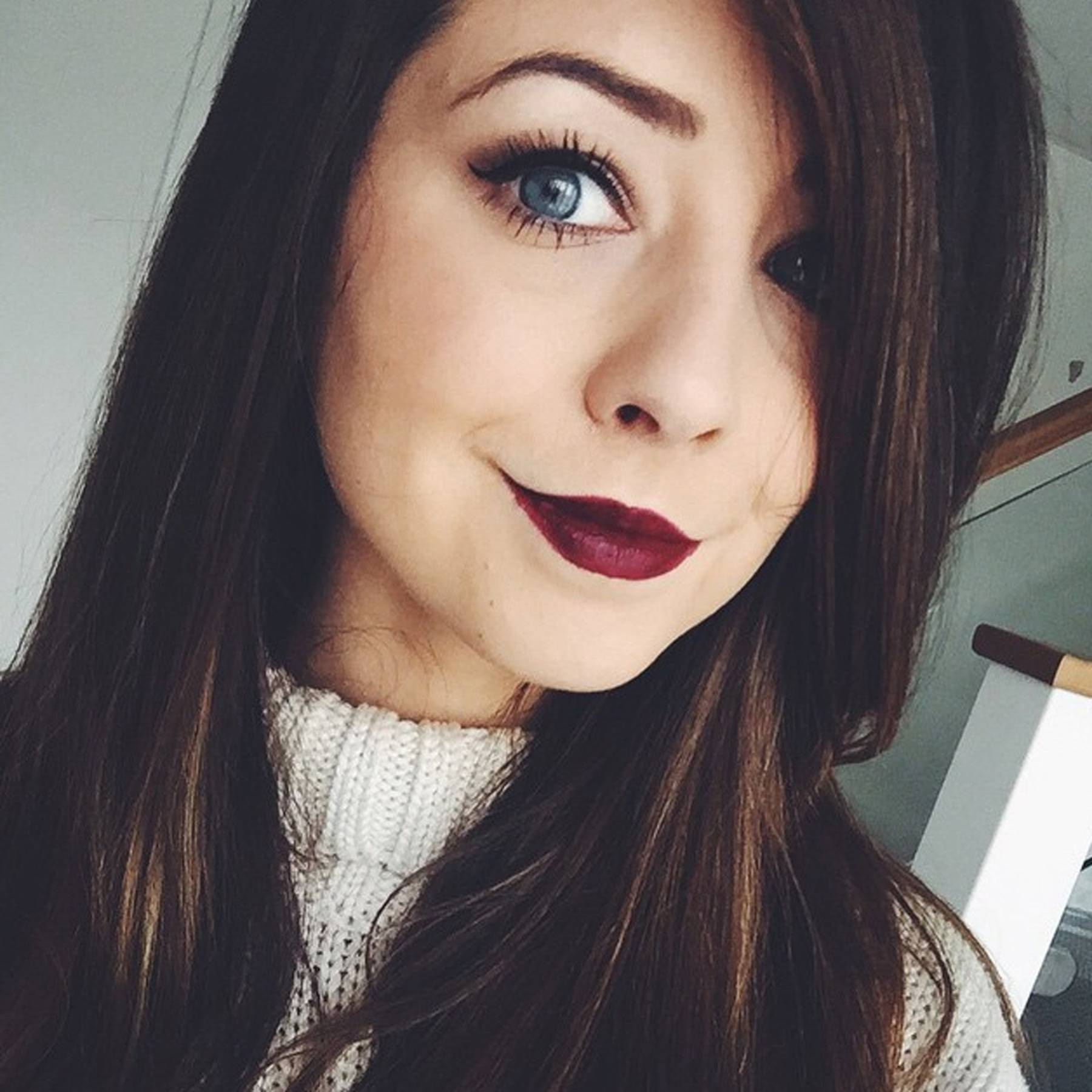 Zoella Opens Up About Living With An Anxiety Disorder Glamour Uk